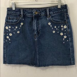 NWOT Lottie Moss jean skirt size 27 with daisies
